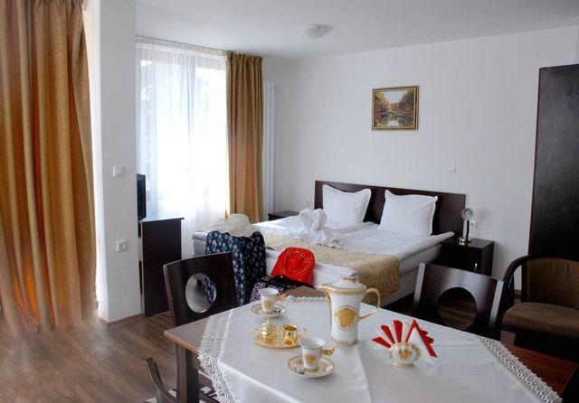 Отель Элегант Люкс Банско - двухспальный апартамент ( 6 персон)